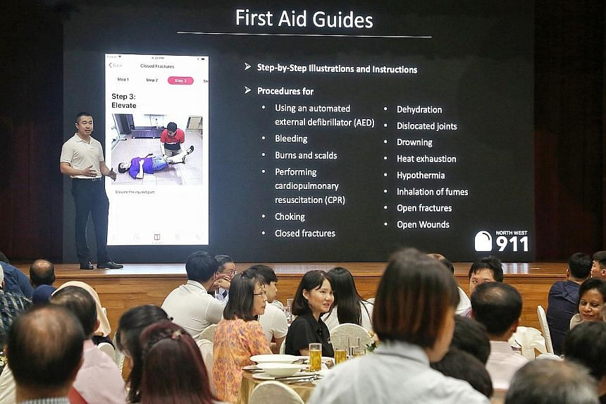 Above: Mr Jonathan Tan presenting the North West 911 app at Bukit Panjang Community Centre on Wednesday. Left: The app includes a guide on responding to 14 types of emergency scenarios. PHOTOS: LIANHE ZAOBAO