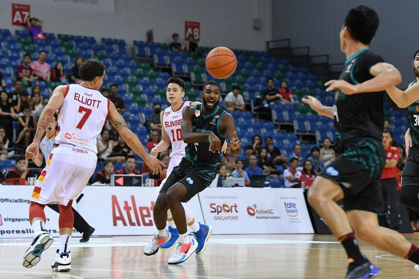 The Dragons No. 5 in action against the Slingers.