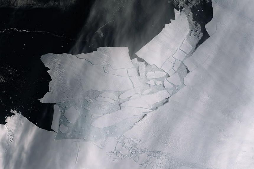 A handout picture made available by the European Space Agency shows freshly broken icebergs from the Pine Island Glacier in Antarctica on Feb 11, 2020.