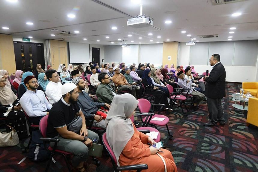Returning graduates and their parents attend an engagement session by Muis Academy about the Postgraduate Certificate in Islam in Contemporary Societies.