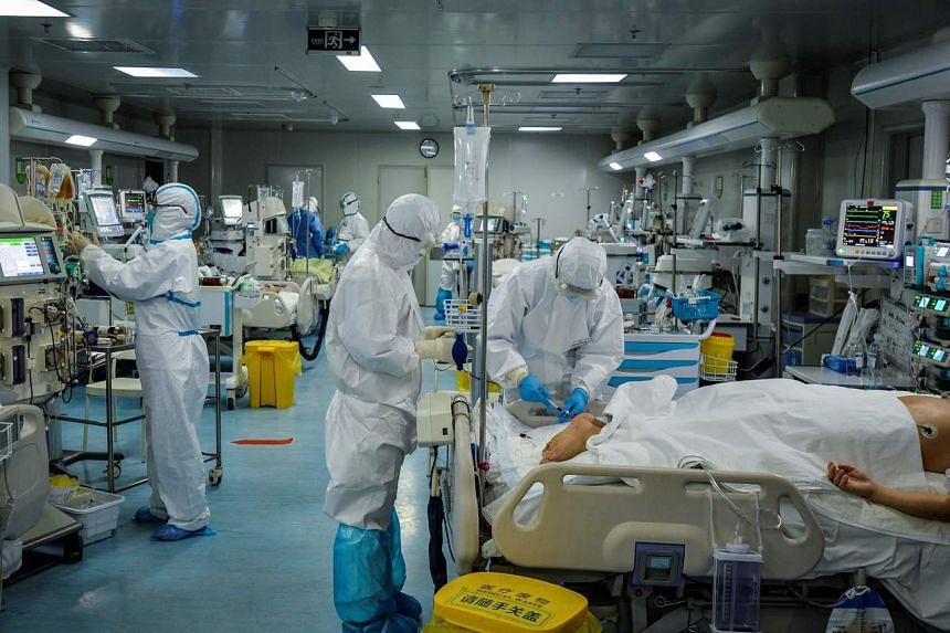 A photo taken on Feb 24, 2020, shows medical staff treating patients infected by the coronavirus at a hospital in Wuhan in China's central Hubei province.