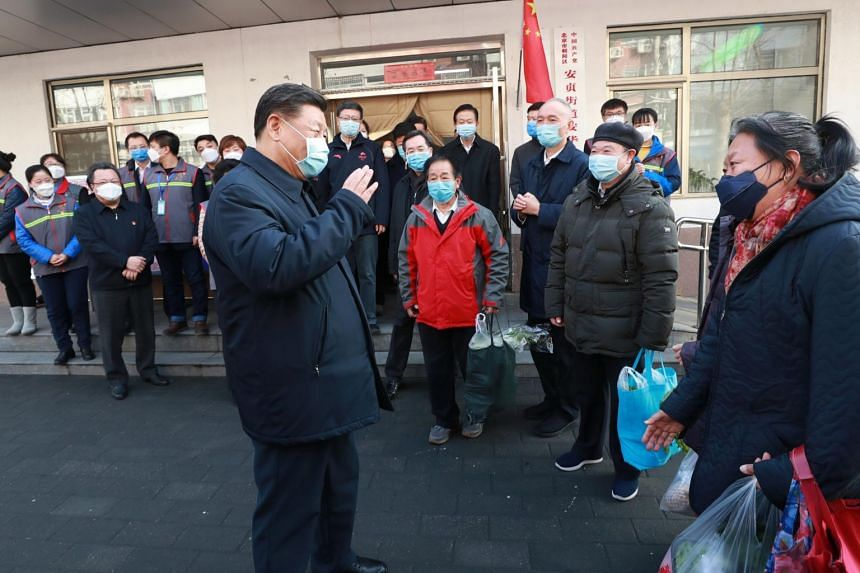 A photo taken on Feb 10, 2020, shows Chinese President Xi Jinping meeting local residents at the Anhuali Community in Beijing.