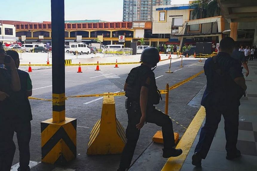 Manila authorities at the scene where a gunman held dozens hostage at a popular shopping mall on March 2, 2020.