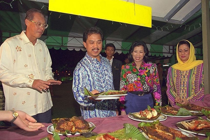 A March 1995 image of Singapore's then Prime Minister Goh Chok Tong and his wife, Ms Tan Choo Leng, attending a Hari Raya dinner held at the Johor Baru residence of Tan Sri Muhyiddin Yassin - who was then Menteri Besar of Johor - and his wife, Puan S