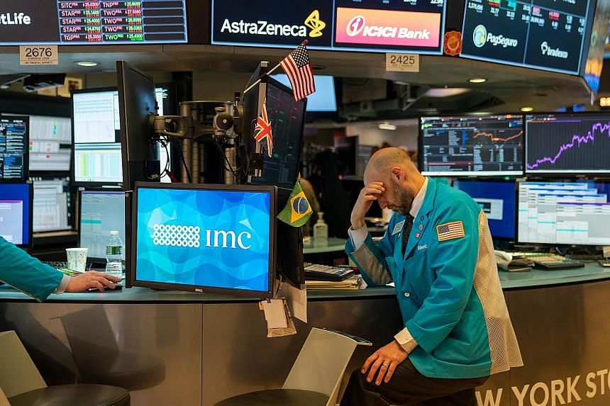 Traders at the New York Stock Exchange saw Wall Street slide last week despite stellar US payroll data for last month, when the American economy added 273,000 jobs. All three US benchmarks eked out small weekly gains after a wild week that saw the Do
