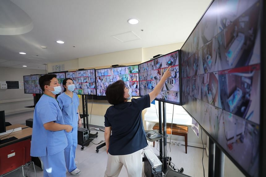 Medical workers monitor screens showing negative pressure quarantine rooms at Seoul Medical Centre on March 9, 2020.