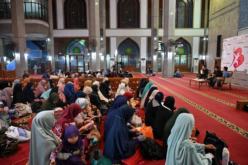 Indonesian women and men separated by gender as they attend a religious lecture on marriage without dating at a mosque in Bekasi, Jakarta, on Feb 1, 2020.