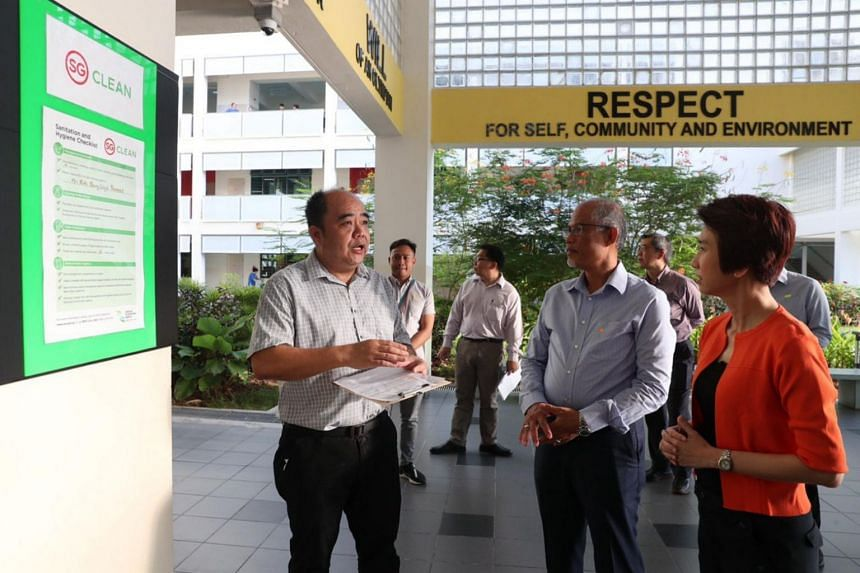 Environment and Water Resources Minister Masagos Zulkifli (second from right) and Senior Parliamentary Secretary for Education and Manpower Low Yen Ling (right) visiting Kent Ridge Secondary School to view its efforts and response to the launch of th