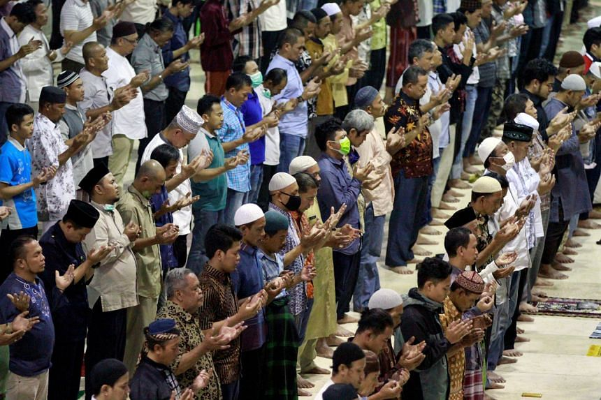 Indonesian Muslims praying at a mosque despite official appeals to avoid big religious meetings in Jakarta, Indonesia, on March 20, 2020.