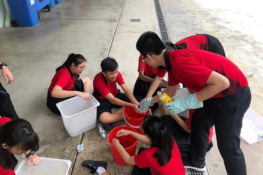 Zhenghua Secondary School student volunteers washing the PET bottles to ensure they are free from contaminants such as food or liquid waste, which would make the entire collection unsuitable for recycling. The inter-school contest was held from Novem