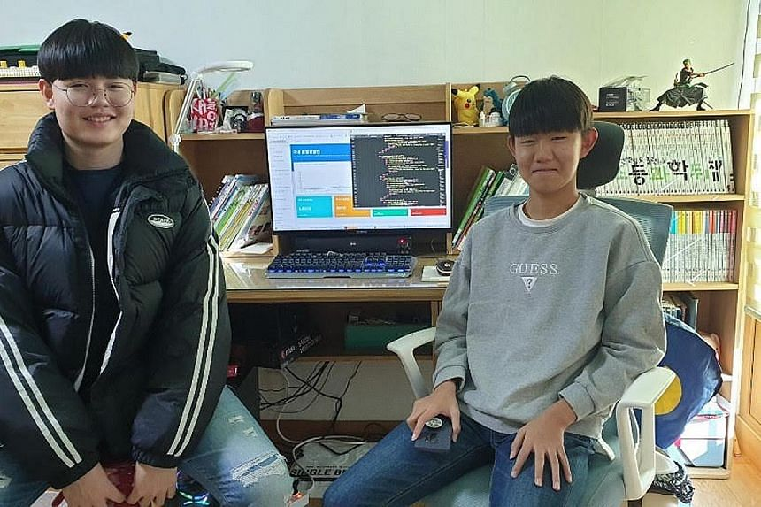 Student Choi Hyoung-bin (left), 15, created the Coronanow website to offer useful information on the outbreak based on official data. His friend, Lee Chan-hyeong, 14, helps update the information daily.