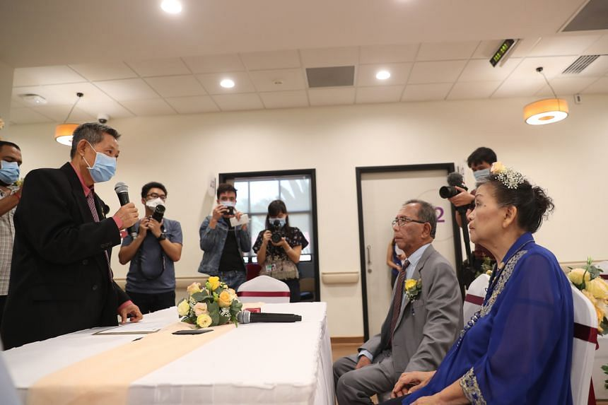 Dr Daniel Lee Kok-Pheng (left) presiding over the Registry of Marriages ceremony of Mr Tom Iljas and Madam Liong May Swan at Alexandra Hospital on March 28, 2020.