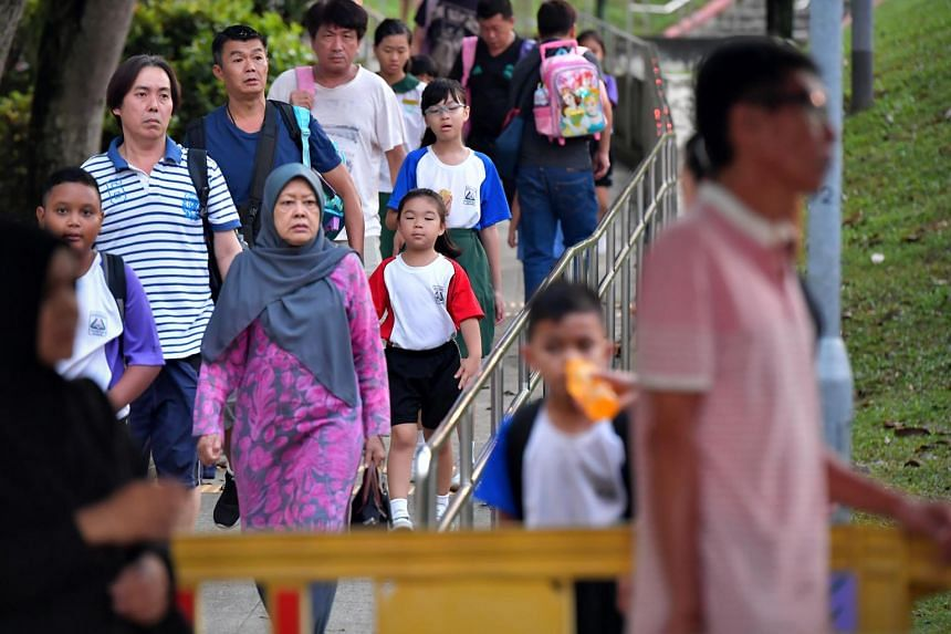 Students returning to Zhenghua Primary School.