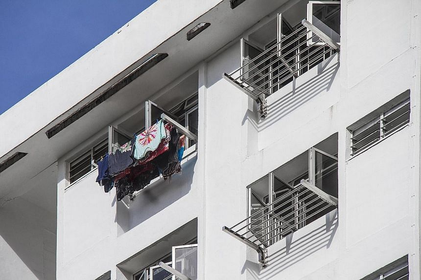 The new laundry rack comes with six horizontal stainless steel poles that can be extended and retracted within the frame of the rack. Residents would no longer need to manoeuvre heavy bamboo poles out of the kitchen window.