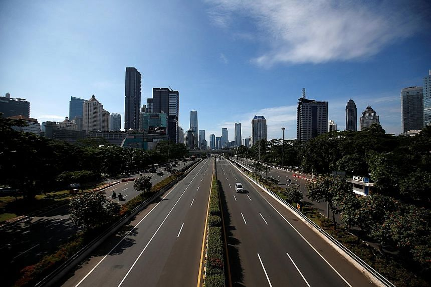 Few vehicles were seen on the streets of Jakarta yesterday amid the coronavirus crisis. The capital has been the worst hit in Indonesia, accounting for about half of its 1,528 infection cases. PHOTO: REUTERS