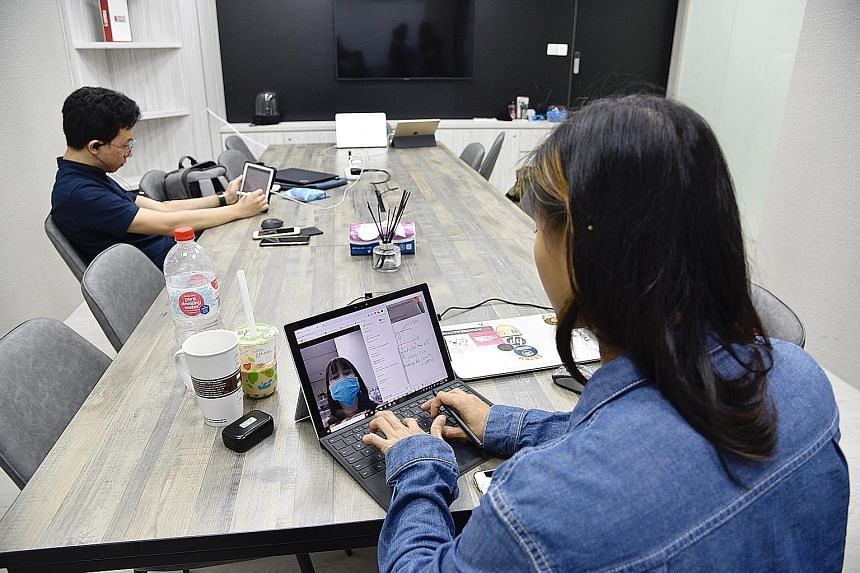 Ms Tricia Yau, a tutor at Aspire Hub, conducting a live-stream session with a student this week. The authorities suspended all centre-based classes from last Friday until the end of this month to reduce intermingling of students from different school