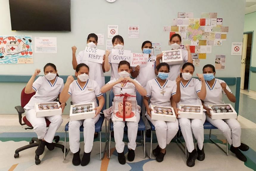 Medical workers with treats sent from Abite Atelier.