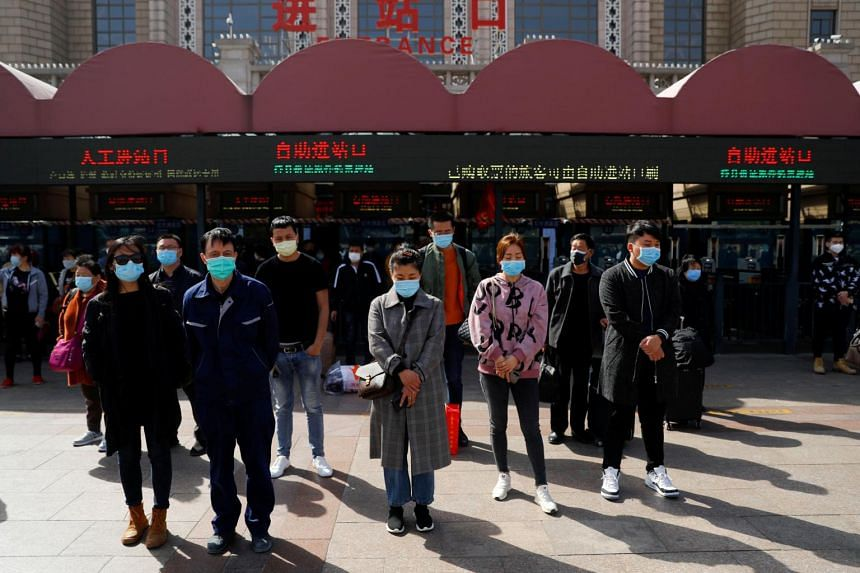 People pay tribute as China holds national mourning for those who died of the coronavirus in Beijing on April 4, 2020.