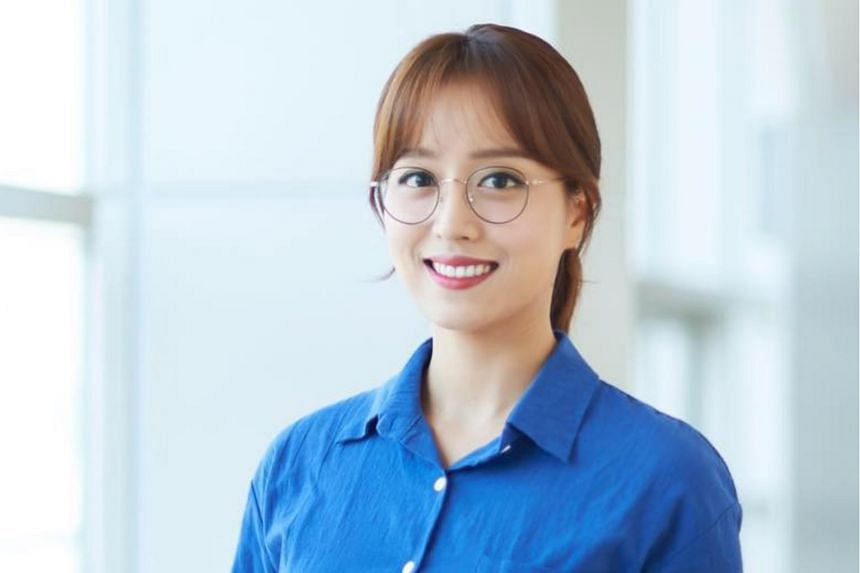 Lim Hyun-ju, the first news anchor in South Korea to wear glasses on TV.