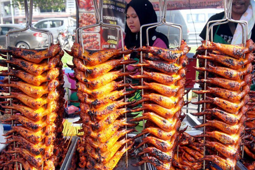 A stall at a Ramadan bazaar in Taman Sri Serdang, Malaysia.