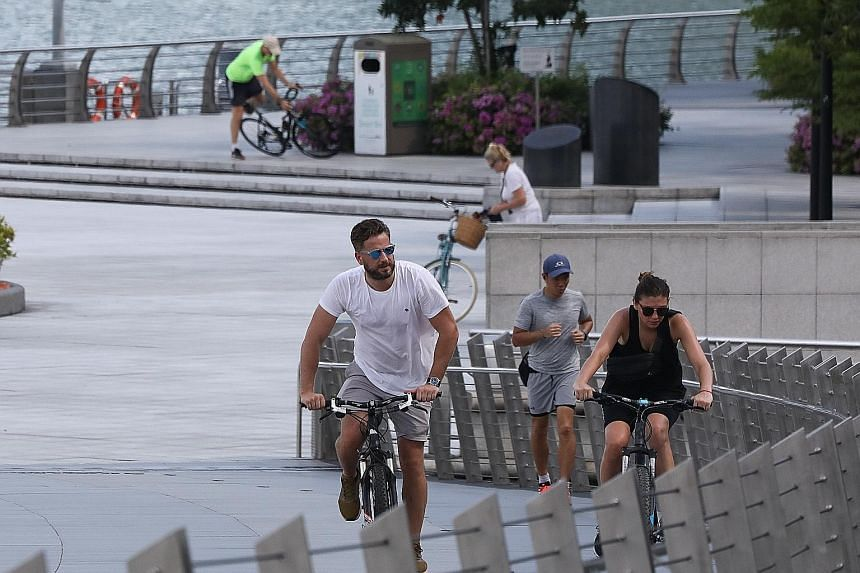 A jogger and cyclists on Jubilee Bridge on Wednesday. Researchers have found that those who walked or ran closely behind each other, and ended up in each other's slipstream, were at greatest risk of contamination. ST PHOTO: ONG WEE JIN