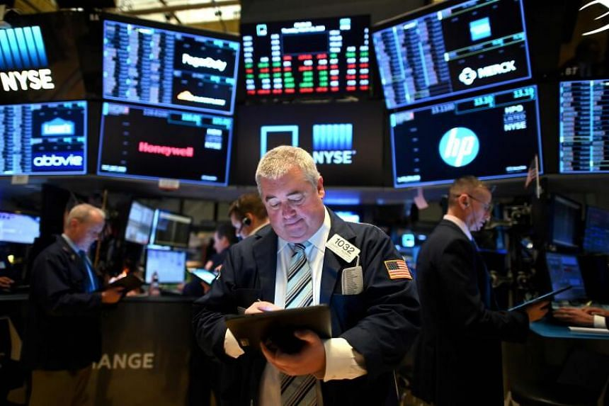 USA futures drop as earnings roll in; bonds jump