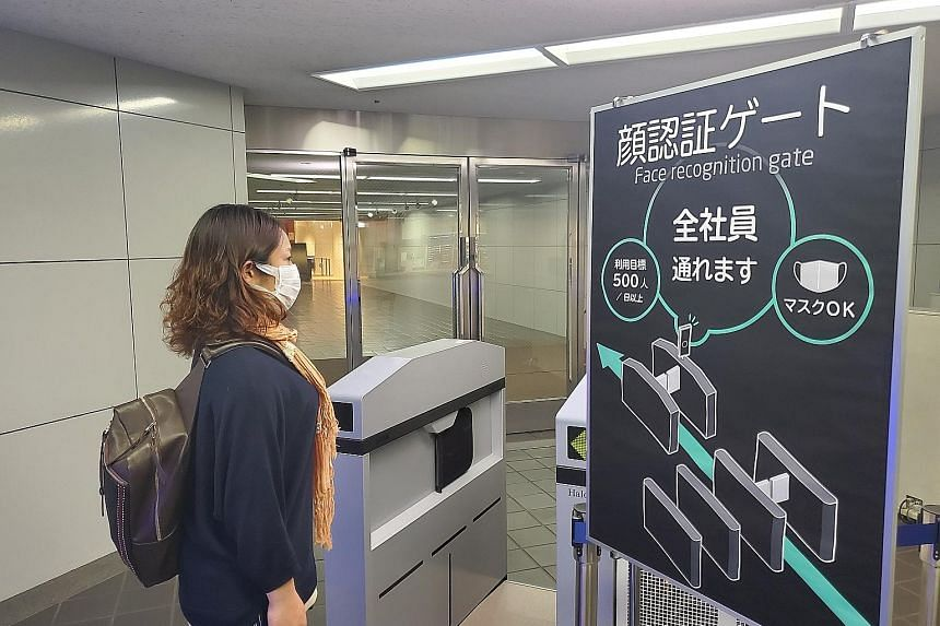 """Toshiba Tec is creating menus projected on tabletops. It uses sensors to take customers' orders, effectively turning the entire table into an order system. PHOTO: TOSHIBA TEC An image of a """"congestion level"""" display that can advise users in advance h"""