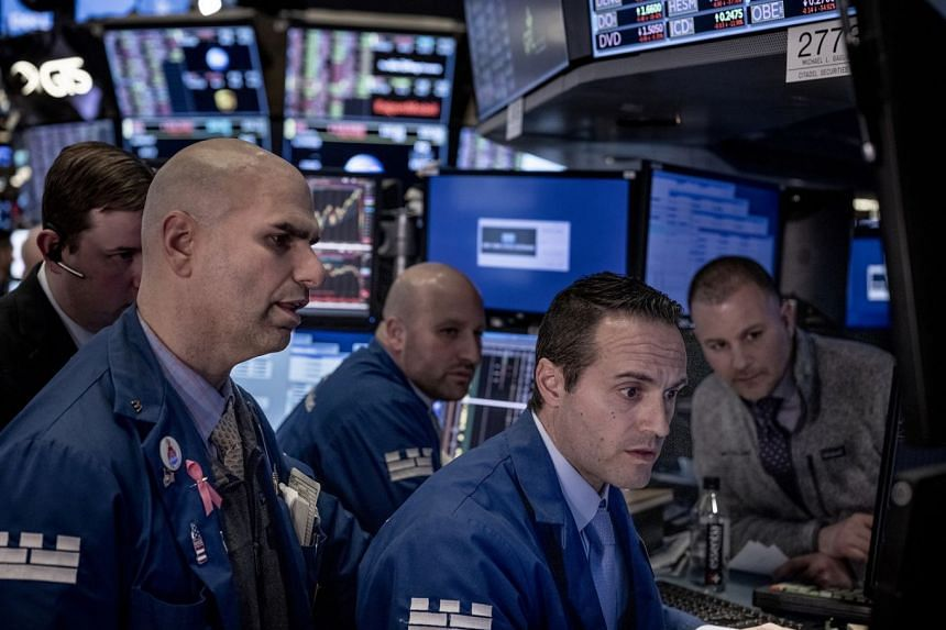 Dow drops 445 points amid poor earnings reports, sliding oil prices
