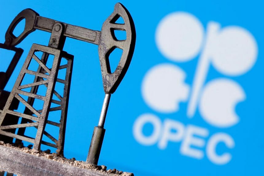 Crude oil futures gain 3% in afternoon trade