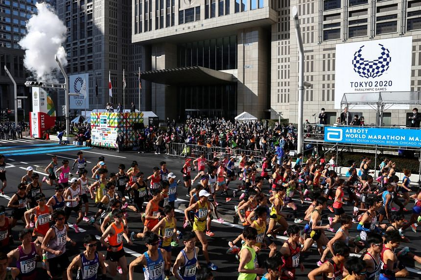 Runners taking off at the start of the Tokyo Marathon on March 1, 2020.