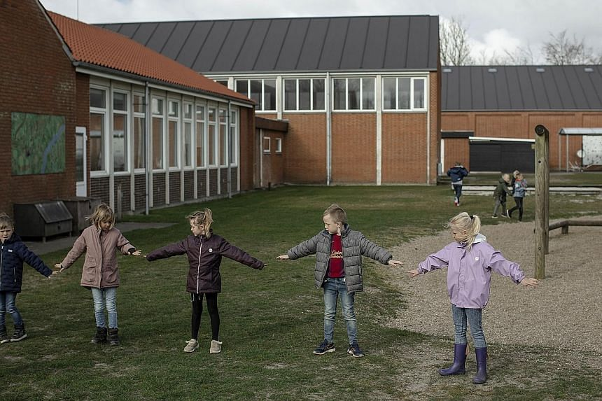 #Children checking their distancing at an elementary school in Logumkloster, Denmark, on Thursday. A day earlier, elementary schools opened after a month-long closure, drawing protests from some parents.
