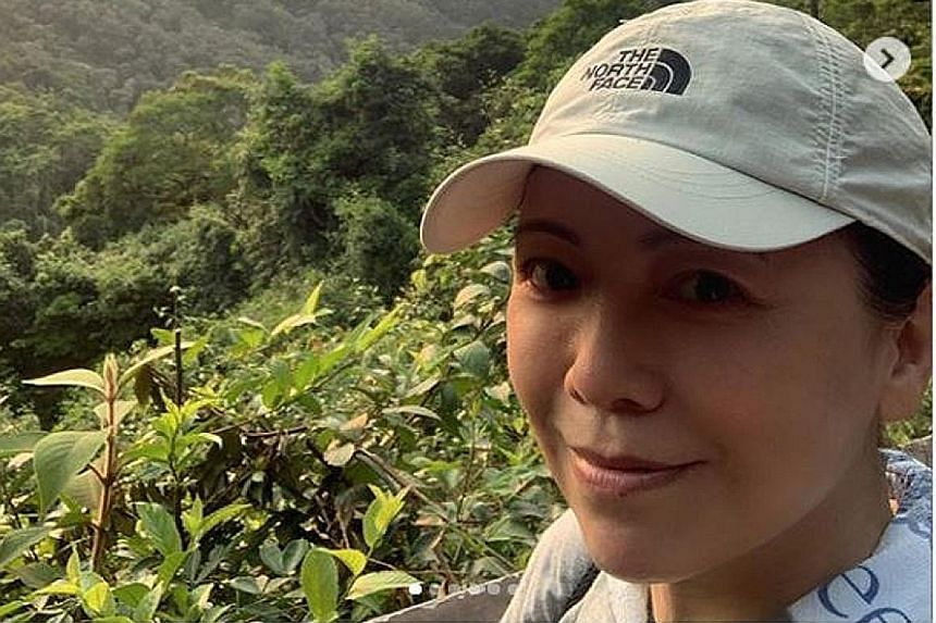 Sheren Tang posted photos of her hiking trip, one of which showed her with four others (above).