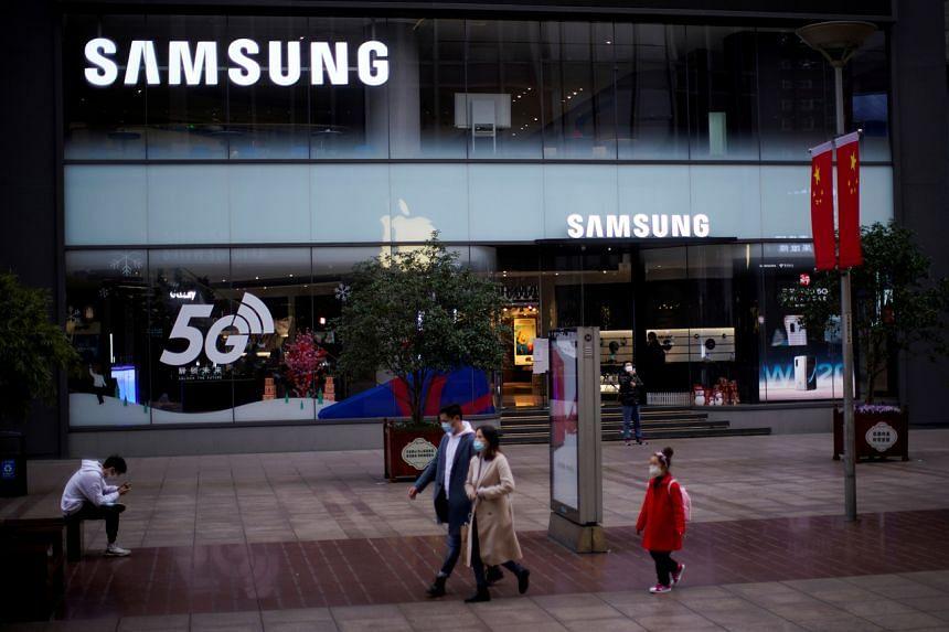 Samsung's net profit fell 3 per cent to 4.9 trillion won, while revenue climbed 5.6 per cent to 55.3 trillion won.