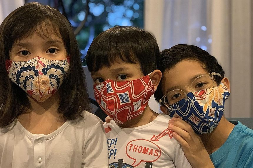 The medical coveralls produced by Ans.Ein are distributed to healthcare workers in Indonesia. Fashion entrepreneur Oniatta Effendi makes adults' and children's masks out of fabrics left over from her clothing collection.