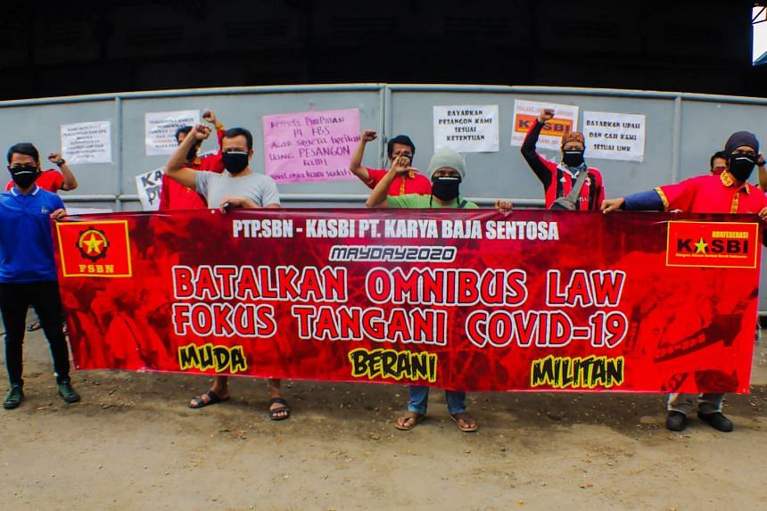 """Workers taking part in a protest in Tangerang, Banten, on the outskirts of the Indonesian capital Jakarta, yesterday to call on lawmakers to drop """"omnibus law"""" discussions to simplify dozens of existing laws relating to businesses, and focus on handling t"""