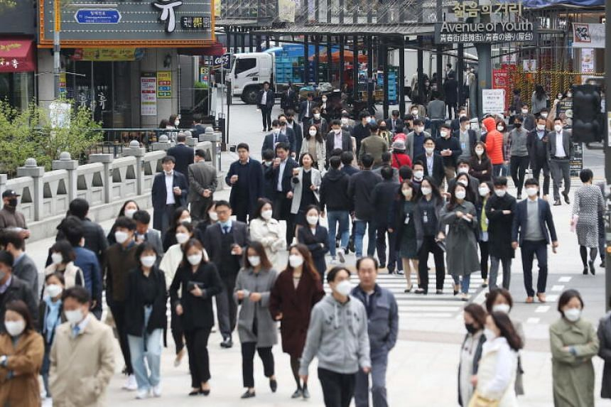 A crowd in Seoul's Jongno Ward on April 20, as South Korea began the same day to soften its social distancing guidelines.