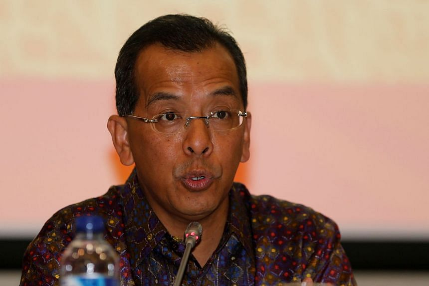 Former Garuda Indonesia CEO Emirsyah Satar talks to reporters during a news conference in 2014.