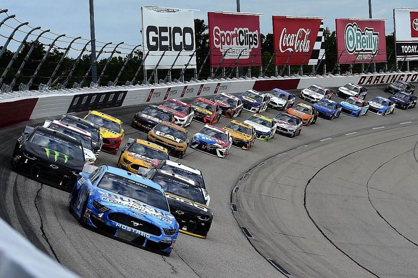 Eventual winner Kevin Harvick leading the field during the Real Heroes 400 race at the Darlington Raceway on Sunday. It was the first race of the Nascar series after a two-month hiatus due to the coronavirus pandemic. PHOTO: AGENCE FRANCE-PRESSE