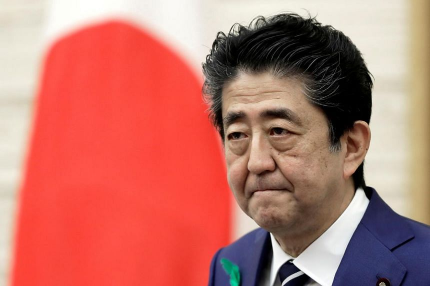 Japanese Prime Minister Shinzo Abe's government gave up its efforts to raise the retirement age during the current session of Parliament.