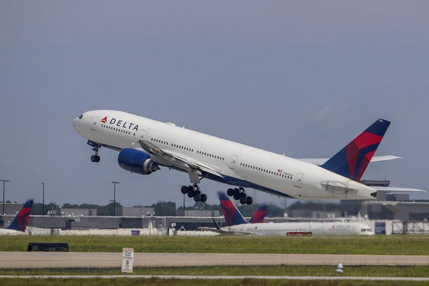 Both Delta Air Lines and United Airlines want to resume flights to China in June.