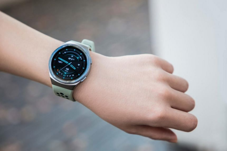 The Huawei Watch GT 2e is compatible with both Android smartphones and iPhones.