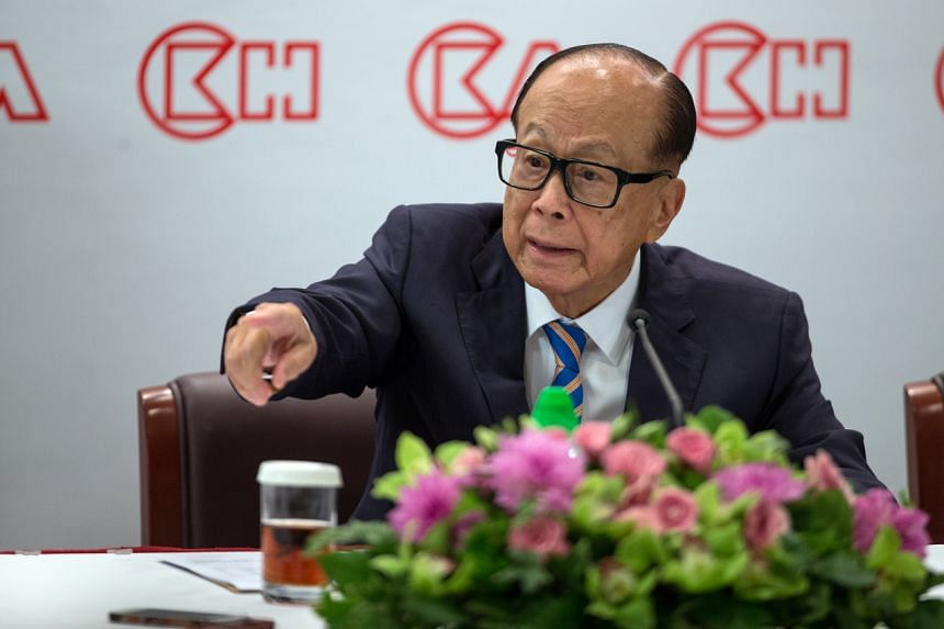 """Mr Li Ka Shing called on the Hong Kong government to maintain international trust and strengthen its citizens' faith in the """"one country, two systems"""" principle."""