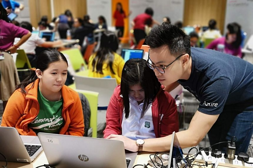 """Mr Kenneth Ham teaching AI to students, under the """"AI for Accessibility"""" programme organised by Microsoft. PHOTO: MICROSOFT SINGAPORE"""