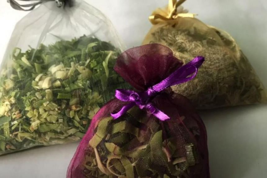 Find out in 48 seconds how to create a scent bag.