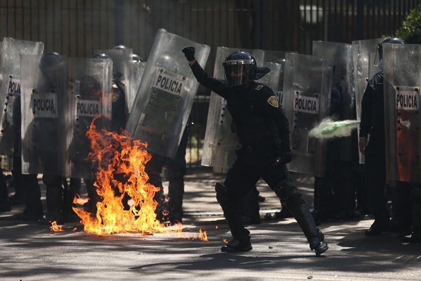 Police clash with demonstrators outside the US Embassy in Mexico City on June 5, 2020.