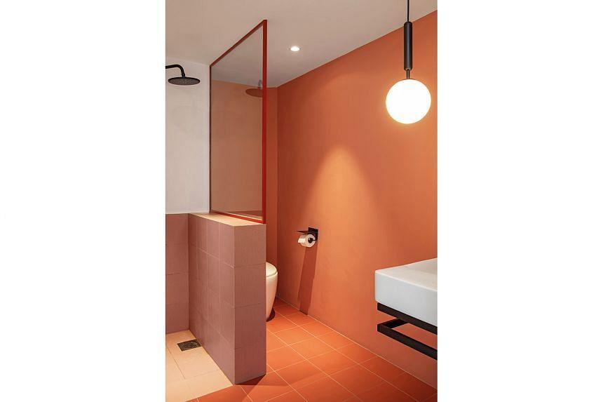 The peach colour scheme continues into the bathroom.