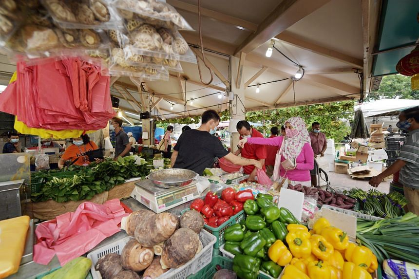 People shopping for fresh produce at a market in Block 504 Tampines Central 1 last Saturday. The amount of fresh seafood and meat imported into Singapore between April 1 and May 28 was about the same as the years before, although imports of fresh and