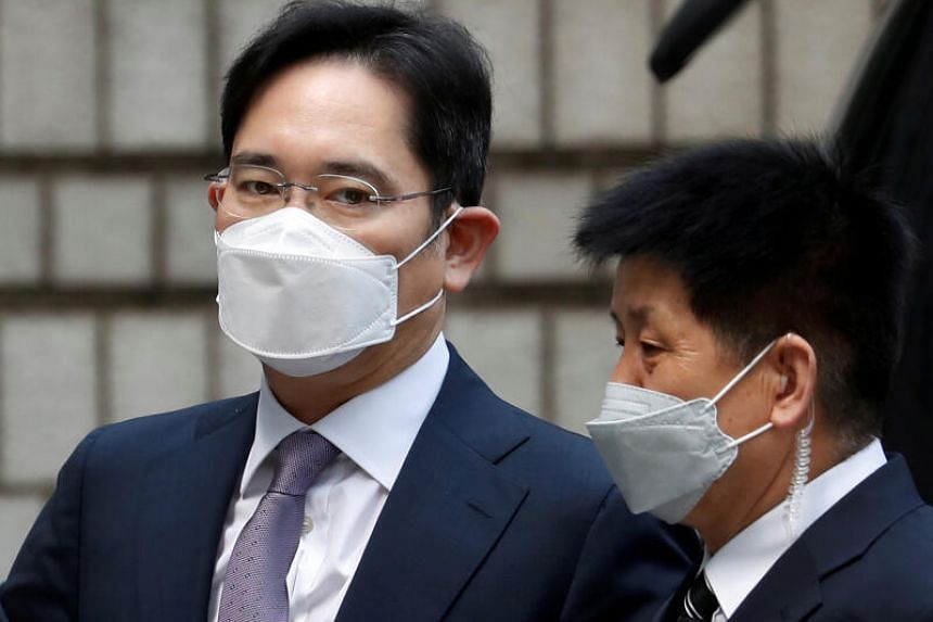 Samsung Group heir Jay Y. Lee arrives for a court hearing at the Seoul Central District Court in Seoul, on June 8, 2020.