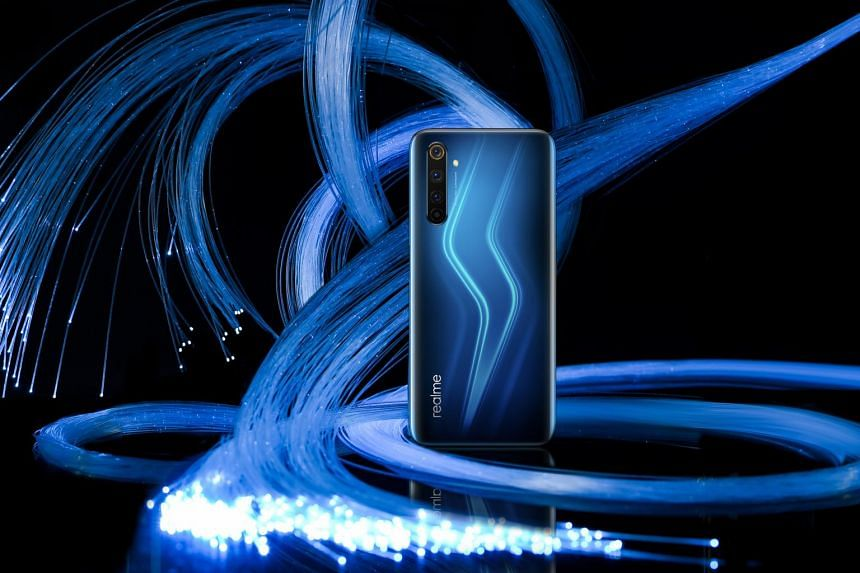 The Realme 6 Pro comes with a 90Hz display that runs as smoothly as the one on Google Pixel 4.