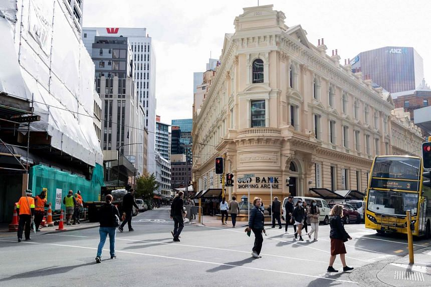 New Zealand's gross domestic product fell 1.6 per cent in the first quarter from the fourth.